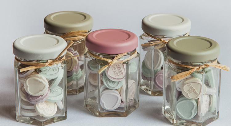 Mini Makes Wedding Favour Jars With Plastikote Spray Paint Spray Paint Ideas