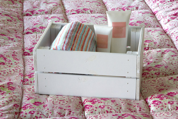 guest crate using White Satin Twist & Spray